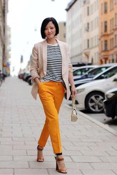 As calças coloridas voltaram com tudo, e entre a enorme gama de cores disponíveis por aí, a cor do momento é a amarela. Se você já tem algumas calças coloridas, é provável que está cor não esteja e…