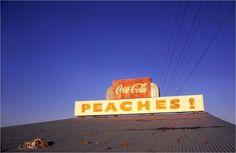 Una de las fotos más conocidas de William Eggleston.  Eggleston fue el gran introductor del color en los circuitos de la fotografía artística