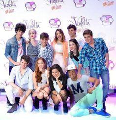 violetta cast - Google zoeken Violetta And Leon, Violetta Live, Disney Channel Shows, Disney Shows, Disnney Channel, Series Movies, Tv Series, Best Friens, Netflix Kids