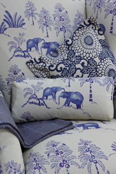 blue and white toile via Chinoiserie Chic Blue And White Fabric, Blue And White China, Love Blue, White Fabrics, Boudoir Bleu, Chinoiserie Chic, Blue Rooms, Blue Bedroom, Blue Walls