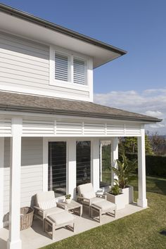 thick trim around windows and contrast colours with white trim plus lattice around eaves Beach House Exterior, House Exterior, Exterior Renovation, New Homes, Hamptons House, House, American Houses, Building A House, Exterior House Colors