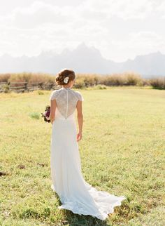Jenny Packham wedding #dress - See More: http://www.StyleMePretty.com/2014/05/14/rustic-moose-head-ranch-wedding/ #smp - Photography: CarriePattersonPhotography.com