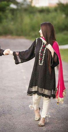Beautiful Pakistani Dresses, Pakistani Formal Dresses, Pakistani Dress Design, Pakistani Casual Wear, Pakistani Fashion Party Wear, Indian Fashion Dresses, Indian Designer Outfits, Designer Clothing, Fashion Outfits
