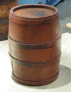 Maalattu tammitynnyri 18/1900 - luvun vaihteesta. Beer, Mugs, Tableware, Root Beer, Ale, Dinnerware, Tumblers, Tablewares, Mug