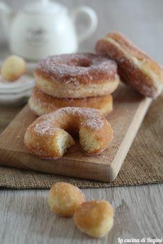 Zeppole con patate, soffici e golose | La cucina di Reginé ☼ Biscotti, Doughnut, Donuts, Food And Drink, Desserts, Recipe, Photos, Oven, Recipes