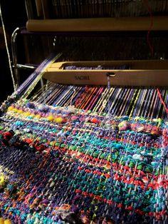 I enjoy Saori weaving. Weaving Textiles, Weaving Art, Weaving Patterns, Loom Weaving, Stitch Patterns, Knitting Patterns, Loom Knitting, Knitting Machine, Free Knitting