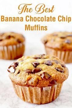 Super easy recipe for moist banana chocolate chip muffins. These muffins are made with oil making them dairy free and extra moist! #thetasteofkosher #bananamuffins #chocolatechips #breakfast #muffin #dessert #dairyfree #dairyfreedessert Moist Chocolate Chip Muffins, Moist Banana Muffins, Chocolate Chip Banana Bread, Chocolate Chip Recipes, Chocolate Banana Cupcakes, Choc Chip Muffins Recipe, Chocolate Cake, Banana Muffin Recipe Easy, Simple Muffin Recipe