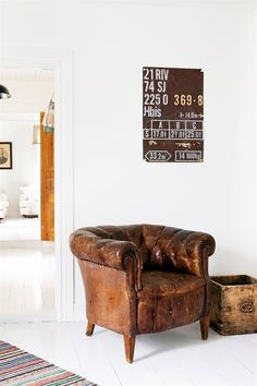 photo 5_old_armchair_and_sign_zpsdff083f9.jpg