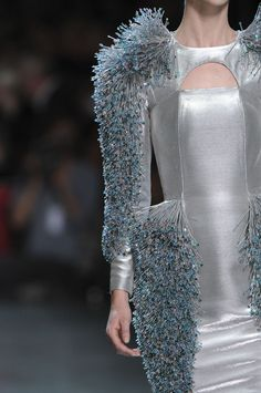 Structured silver dress with 3D beaded textures & sculptural silhouette; embellished fashion details / Paco Rabanne / #MIZUstyle