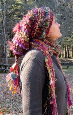 Maybe I should make something similar for myself to wear! Loom Knitting, Knitting Stitches, Hand Knitting, Knitting Patterns, Knitting Tutorials, Stitch Patterns, Freeform Crochet, Knit Crochet, Crochet Hats