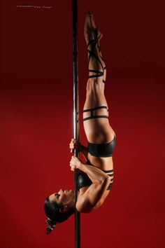 Pole Fitness - Photography by Don Curry QUE GROSA!!! Qué difícil hacer eso...