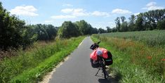 Juli_e_cycle sur la Lorvelo, une voie verte aménagée au cœur des anciens centres de l'industrie lourde de la Sarre #velo #bicyclette #veloelectrique #ebike #vae #tourdefrance #cyclingtour #cyclotourisme #RestartCycleTourism #lorvelo #sarre #saarland #fahrrad #voieverte #cyclingtour #juli_e_cycle #velafrica