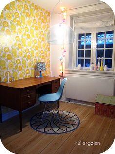 Kartell, Eames, Kähler and wallpaper... Like it...