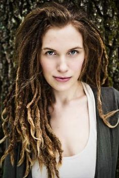 Sometimes I wish I'd had brown hair by nature.. I love how her dreadz get lighter towards the tips.