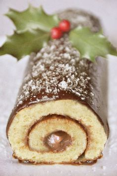Weihnachtsschokolade Anmelden - Un soupçon d'envie, et une pincée d'imagination - Vegetarische Rezepte Low Carb Flammkuchen, Yule Log Cake, Cake Roll Recipes, Vegetarian Breakfast Recipes, Christmas Breakfast, Halloween Food For Party, Low Calorie Recipes, Chocolate Recipes, Cooking Chocolate
