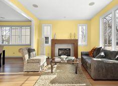 Wohnzimmer mit gelber Wandfarbe gestalten