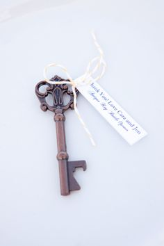 glamorous wedding with vintage key wedding favors weddings pinterest favors key and weddings - Key Bottle Opener