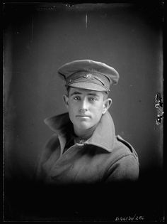 An Australian soldier in World War I. Photo taken in 1917. We Had Faces Then : Photo
