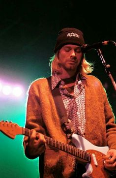 Image de kurt cobain, nirvana, and grunge Nirvana Kurt Cobain, Kurt Cobain Photos, Kurt Cobain Style, Nirvana Art, Grunge, Kurt Corbain, Jimi Hendricks, Look Kylie Jenner, Music Rock