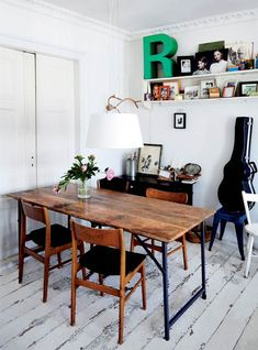 Jette bor med sine to teenagebørn i en parisisk drøm af en lejlighed i hjertet af København, indrettet med små historier i alle hjørner.