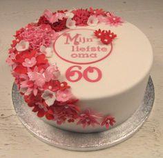 Een #verjaardagstaart met heel veel rode, roze en witte #bloemetjes. Een lieve oma is 60 jaar geworden.