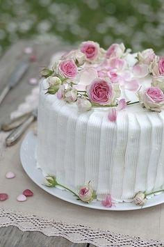 Jane Austen Wedding Miniature Roses Cake Keywords: #weddings #jevelweddingplanning Follow Us: www.jevelweddingplanning.com  www.facebook.com/jevelweddingplanning/