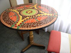 How to make a mosaic table.                                                                                                                                                      Más