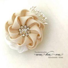 Diy Ribbon Flowers, Kanzashi Flowers, Fabric Ribbon, Ribbon Crafts, Flower Crafts, Ribbon Bows, Fabric Flowers, Fabric Crafts, Brooches Handmade