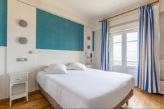 Hotel Kyriad Saint Malo Plage : chambre vue sur mer