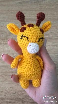 Crochet Amigurumi Free Patterns, Crochet Animal Patterns, Crochet Blanket Patterns, Crochet Motif, Crochet Designs, Crochet Stitches, Diy Crochet Doll, Crochet Girls, Cute Crochet