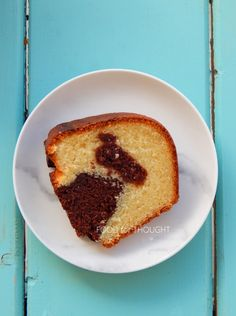 Food for thought: Κέικ καρύδας με κακάο Cornbread, French Toast, Strawberry, Sweets, Breakfast, Ethnic Recipes, Food, Cakes, Millet Bread