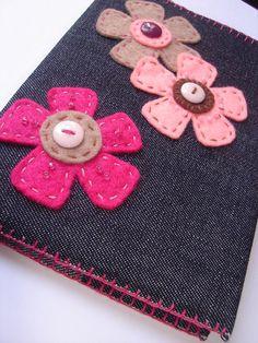 Funda vaquera con flores de fieltro.Altered notebook.  Notebook. Cuaderno decorado. Libro alterado. Book.