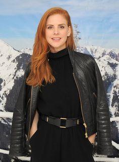Celebrities In Leather: Sarah Rafferty wears a black leather jacket
