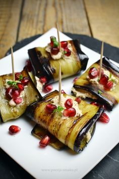 Rolls of eggplant with walnut paste Brunch Recipes, Snack Recipes, Cooking Recipes, Snacks, Yummy Mummy, Kitchen Recipes, Bruschetta, Finger Foods, Grilling