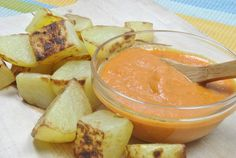 Salsa Brava, ideal con patatas --> Crispy Potatoes with Spanish Salsa Brava (spicy) Sauces, Cooking Tips, Cooking Recipes, Crispy Potatoes, Spanish Food, Canapes, I Love Food, Salad Recipes, Food To Make