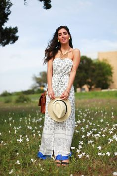 Austin blogger the darling detail styles an old navy dress for a