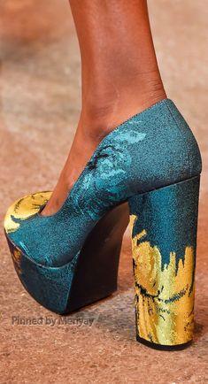 Christian Siriano at New York Fashion Week Fall 2015 - Details Runway Photos Christian Siriano, Ugly Shoes, New Shoes, Fashion Shoes, Fashion Accessories, Women's Fashion, Runway Shoes, Expensive Shoes, Shoes 2015