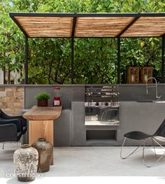 beautiful modern outdoor patio dining and cooking area with wooden slat sun shade with metal cantilevered construction Outdoor Bbq Kitchen, Backyard Kitchen, Summer Kitchen, Outdoor Kitchen Design, Outdoor Cooking, Patio Design, Bar Kitchen, Outdoor Pergola, Backyard Pergola