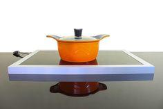 Prático e inovador, o Wayglass aquece os alimentos que ficam expostos, principalmente em Buffet de restaurantes. É uma placa vítrea que aquece rapidamente os pratos e transmite sensação de limpeza, confiança, requinte e a sofisticação envolvida no preparo dos pratos, complementando a experiência gastronômica. Conquista pelos olhos, valoriza a arte na decoração dos pratos. O produto pode ser encontrando nas cores branco, vermelho, preto, azul e laranja. www.fergus.com.br Kitchen, Blue Orange, Red Black, Off White Colour, Sign, Cleaning, Eyes, Dishes, Productivity