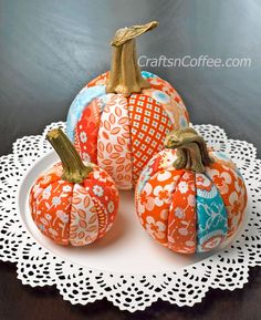 DIY Pretty Patchwork Pumpkins -- no sewing! Easy evening DIY. CraftsnCoffee.com.