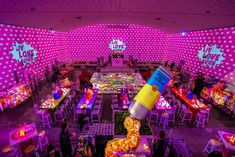 Pop Art Themed Batmitzvah to the MAX. Every inch of this Batmitzvah was custom designed to make the POP ART theme come to life. Home Temple, Temple House, Bar Mitzvah, Unique Party Themes, Theme Parties, Lollipop Centerpiece, Pop Art Party, Bat Mitzvah Themes, Corporate Event Design