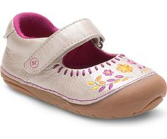 Stride Rite Girls´ Atley Metallic Leather Embroidered Mary Janes Soft Baby Shoes, Baby Girl Shoes, Girls Shoes, Baby First Walking Shoes, Tan Girls, Girls 4, Clogs Outfit, Keep Shoes, Toddler Shoes