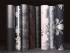 Weiße Wände haben mit Sicherheit auch ihren Charme, aber dennoch müssen sie immer häufiger coolen Mustern, kräftigen Farben und modernen Tapetenkreationen weichen. Die Tapete feiert nämlich gerade ein fulminantes Comeback.