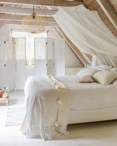 bedroom White & Natural  Libelle Magazine issue 30_2014 Prod.& Styling Marit Saladini Photography Bart Brusse. D.I.Y. Nom