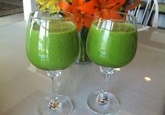 6 leaves of kale (Tuscan cabbage) 5 leaves of romaine lettuce (cos) 1 cucumber 2 celery stalks 2 apples, cored 1 frozen banana* 2 cups/16 oz./500 ml water Ice cubes 2 dates, pitted (optional if you want a sweeter smoothie 1.) Cut cucumber/celery in half core apples. 2.) Add water, kale and romaine to a blender. Blend on high until greens are mixed well with the water.  3.) Add remaining ingredients, including a handful of ice, blend at least 60 – 90 seconds, until a smooth consistency.