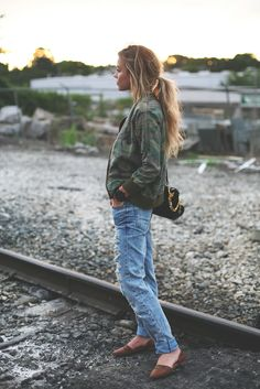Mary Seng is wearing a jacket from Emerson Grace, jeans from TopShop, shoes from Sole Society and the bag is from Sophie Hulme Camo Fashion, Military Fashion, Fashion Pants, Look Fashion, Street Fashion, Fashion Beauty, Autumn Fashion, Military Style, Fasion