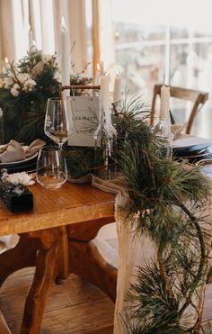 In unserer großen Bildergalerie findet ihr unzählige traumhafte Deko-Ideen für eure Hochzeit! Viel Spaß beim Stöbern! #hochzeitsdeko #hochzeitindenbergen #winterhochzeit #hochzeitimwinter #hochzeitimschnee #vintagehochzeit #hochzeitsideen2020 #hochzeitsideen2021 #hochzeitstipps #hochzeitsdekoration Table Decorations, Furniture, Home Decor, Bow Wedding, Wedding Ideas, Crate, Decorating Ideas, Decoration Home, Room Decor