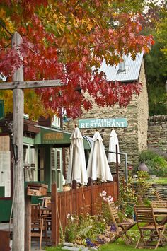 Old stone building restaurant in historic Arrowtown, Queenstown Lakes District, South Island, New Zealand - in autumn. New Zealand Architecture, New Zealand Holidays, Landscape Curbing, Long White Cloud, New Zealand Travel, New Journey, South Island, Lake District, Travel Photography