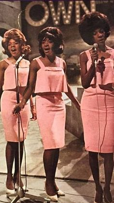 """toonarmyist: """"Martha Reeves and the Vandellas """" Music Pics, Music Songs, Classic Rock And Roll, Vintage Black Glamour, Soul Singers, Old School Music, Bruce Springsteen, 1960s Fashion, Girl Bands"""