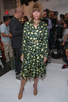 Anna Wintour Photos - Vogue editor-in-chief Anna Wintour attends Altuzarra Spring 2013 at Industria Superstudio on September 2012 in New York City. Modesty Fashion, Fashion Dresses, Anna Wintour Style, Girl Inspiration, Fashion News, Fashion Trends, Dress Suits, Silk Dress, Front Row